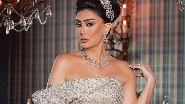 بفستان أبيض.. غادة عبد الرازق تخطف الأنظار بإطلالة جديدة .. شاهد