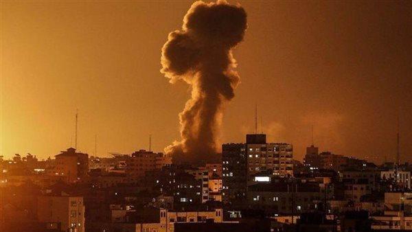 صورة غارات إسرائيلية عنيفة على قطاع غزة.. والمقاومة الفلسطينية ترد