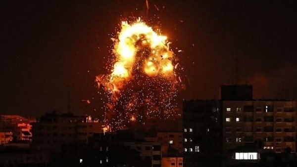 صورة ليلة تحت القصف .. إسرائيل تهاجم غزة بـ 200 طائرة حربية