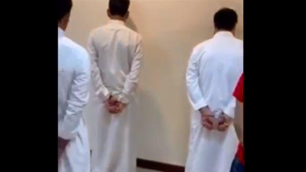 صورة بسبب مقطع فيديو.. الشرطة السعودية تلقي القبض على 6 مواطنين