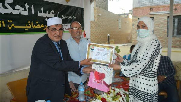 صورة عميد كلية الدراسات الإسلامية يكرم الفائزين في مسابقة الشيخ عبد الحكم الفيومي