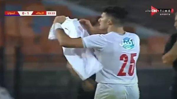 صورة بقميص عليه رقم 100 .. أحمد سيد زيزو يحتفل بالمباراة المئوية له مع الزمالك