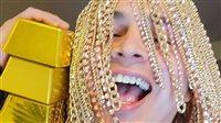 صورة الذهب في شعره وأكله وشربه.. شاهد| مغني راب يثير الجدل على الإنترنت